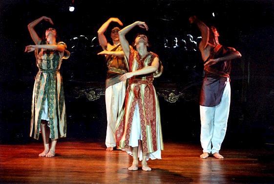 """Créations et spectacles de danse contemporaine : """"Coeurs dansés, Choeurs chantés"""""""